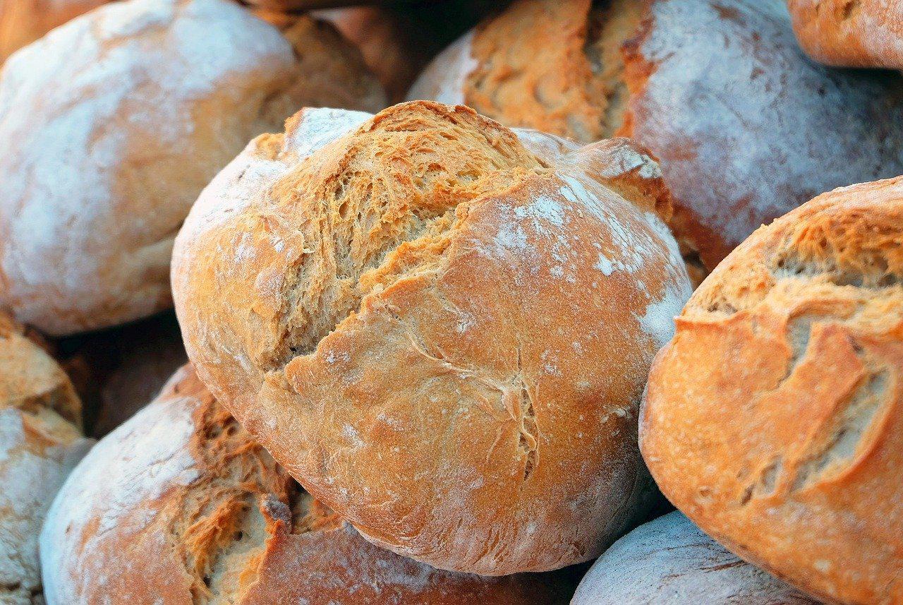 Czerstwy chleb – jak go wykorzystać?
