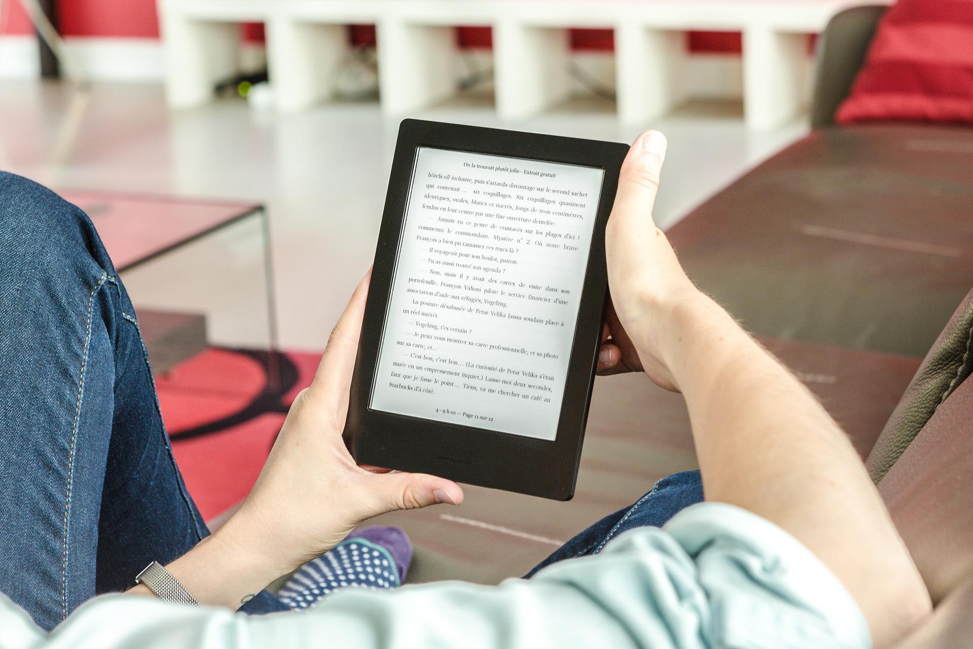 Dlaczego warto zainwestować w czytnik e-booków?