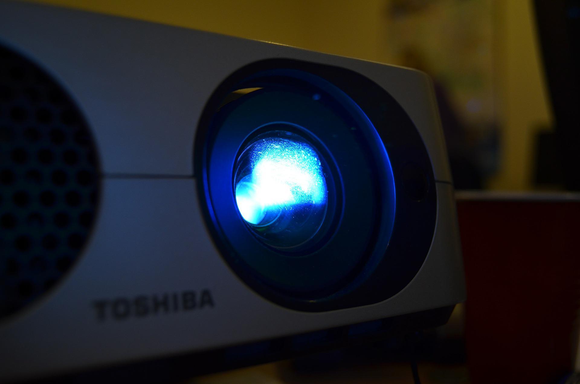Rzutnik multimedialny w zaciszu domowym: hit czy kit?