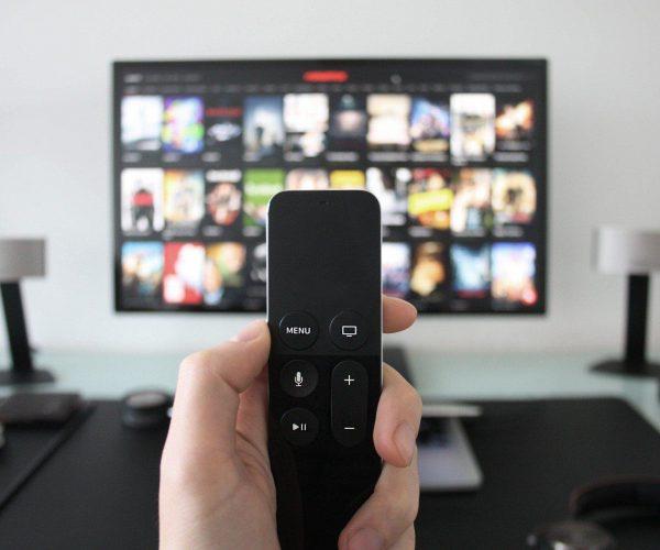 Smart TV: czym się kierować przy wyborze nowego telewizora?